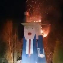 Queman estatua de madera de Donald Trump en Eslovenia, país natal de su esposa Melania