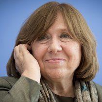 Svetlana Alexiévich creará editorial solo para mujeres