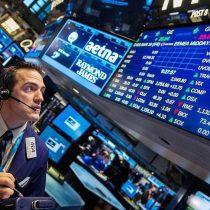 Wall Street cae luego de cinco sesiones al alza por aumento de casos de COVID-19