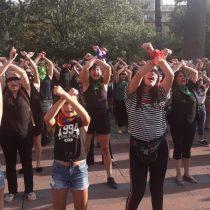 Mujeres realizan performance de Las Tesis a modo de protesta frente al municipio de Santiago