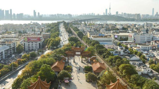 Coronavirus: cómo es Wuhan, la ciudad china donde se originó el nuevo brote y que prohibió las salidas al exterior