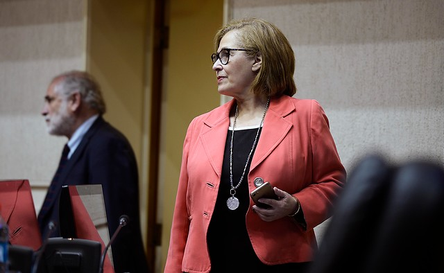 Organizaciones juntan firmas para que Adriana Muñoz sea presidenta del Senado