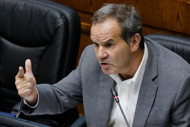 Senador Allamand (RN) se declara en contra de reapertura malls pero a favor de retorno de funcionarios públicos
