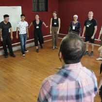 Compañía de teatro inglesa realizó una clase para personas privadas de libertad de Colina 1