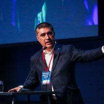 Mario Desbordes es ovacionado tras anunciar que no renunciará a presidencia de RN pero pondrá su cargo a disposición