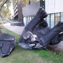 """Roban y destruyen por segunda vez estatua del """"Negro Matapacos"""""""