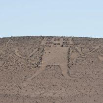 Dos turistas rusos fueron formalizados por dañar el Gigante de Tarapacá