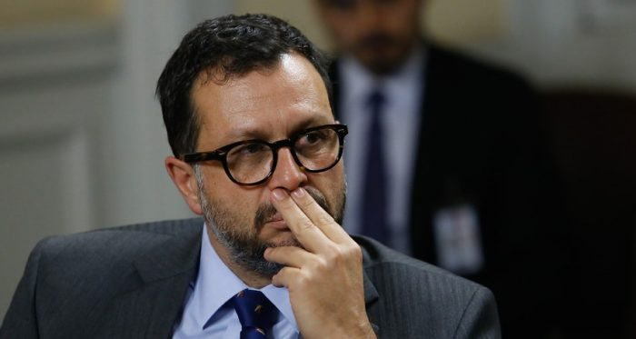 La Moneda no logra dar vuelta la página del Informe Big Data: senador Araya oficia a Contraloría por tráfico de influencias y faltas a Ley del Lobby