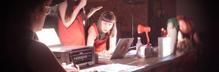 """Colectivo Las Tesis unen """"Patriarcado y Capital es alianza criminal"""" y """"Un violador en tu camino"""" para nueva performance feminista en Recoleta"""