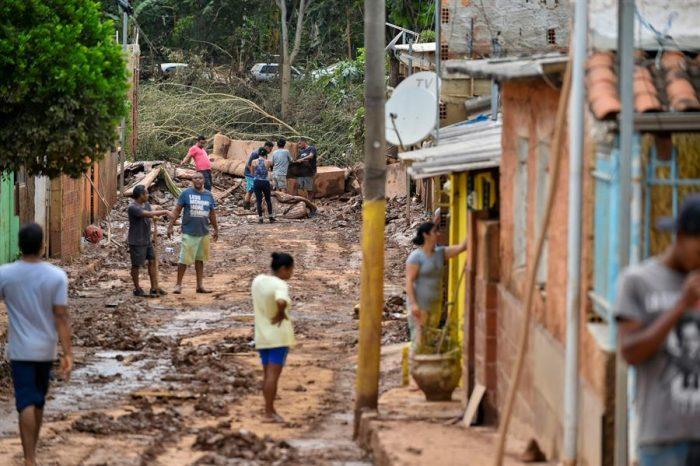 Medio centenar de personas ha muerto en Brasil por causa de las lluvias