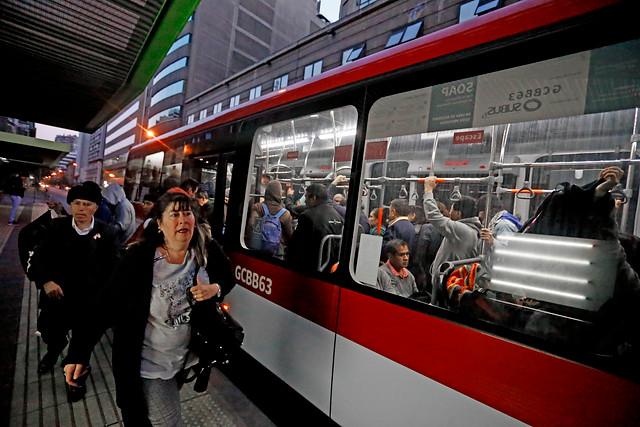 Gobierno se evita un nuevo conflicto: Transportes ingresó decreto para frenar alza de $10 decidida por el Panel de Expertos