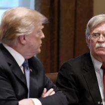 """Borrador de libro de exasesor de Seguridad Nacional complica a Trump en el """"impeachment"""""""