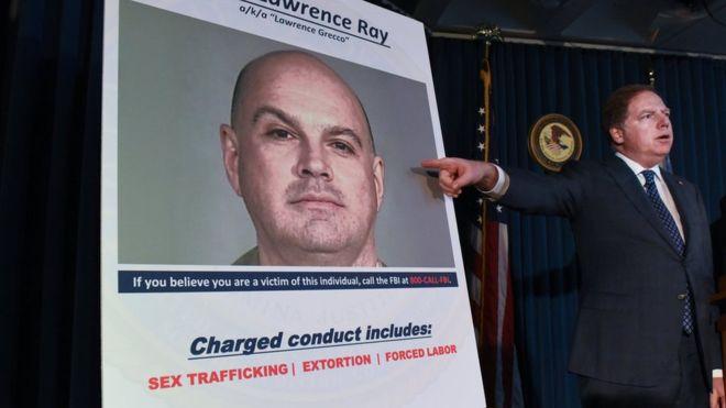 Lawrence Ray, el hombre acusado de crear una secta sexual en la universidad de su hija y de abusar de los amigos de esta