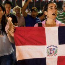"""Elecciones República Dominicana: el """"grave"""" fallo técnico por el que el país suspendió sus comicios municipales (y la preocupación que genera a 3 meses de las presidenciales)"""