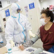 Balance de muertos en China por coronavirus sube a 2.000