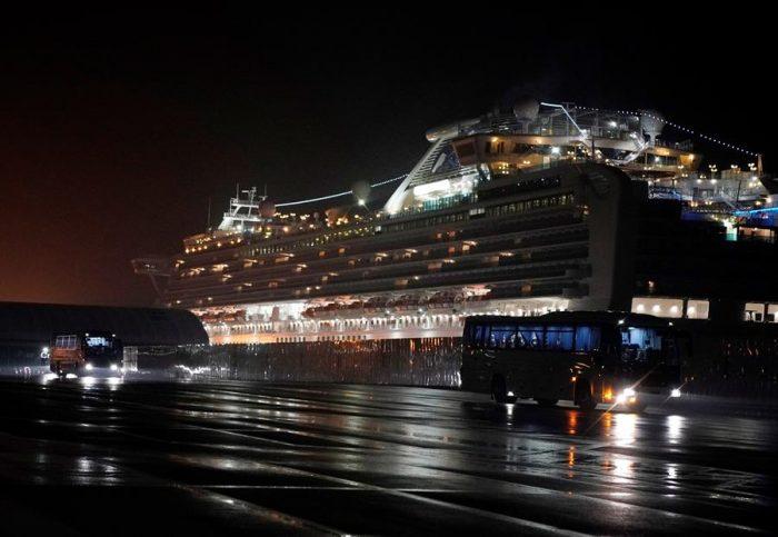 Coronavirus: mueren dos pasajeros del crucero Diamond Princess en plena polémica por la cuarentena en Japón