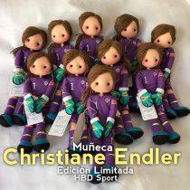 De trapo y hecha a mano por artesanos chilenos: Christiane Endler ya tiene su propia muñeca