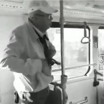 Carabinero en retiro amenazó con pistola a chofer y pasajera en bus del Transantiago