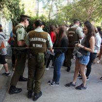 Carabineros y apoderados restringieron manifestaciones en contra de la PSU en el Liceo Darío Salas