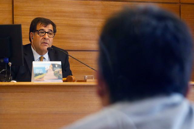 Prohibición de acercarse a la víctima y firma mensual para sujeto que le reventó un huevo en la cabeza a gobernadora de Valparaíso