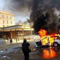 [FOTOS] Manifestaciones derivan en serios  disturbios en las afueras del Hotel O'Higgins a horas de comenzar el Festival de Viña