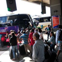 Seremi de Salud de Valparaíso expresa necesidad de ubicar pasajeros que compartieron bus con mujer fallecida por meningitis ante posibles contagios