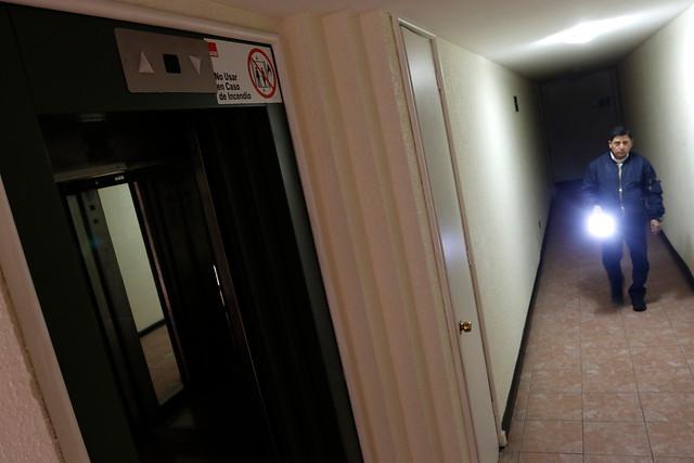 Sin luz: reportan corte de energía eléctrica en varias comunas de Santiago y O'Higgins