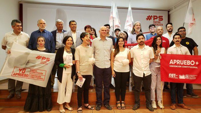 PS cambia el rojo por el blanco en su campaña por el apruebo a la nueva Constitución