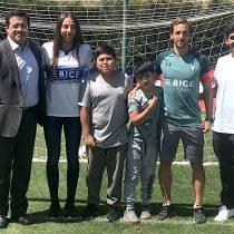 """Gol de chilena"": campaña entrega becas a niños sobrevivientes de cáncer"