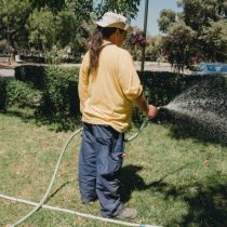 Restricción hídrica: ordenanza municipal permite multar el lavado de aceras y estacionamientos públicos