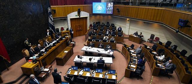 Parlamentarios de Chile Vamos y oposición se parapetan y cuestionan la reforma que limita la reelección con retroactividad