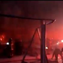Incendian Museo Violeta Parra en medio de manifestaciones en Plaza Italia