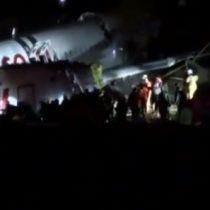 Espectacular accidente en Turquía: avión de pasajeros se parte al aterrizar sin causar víctimas fatales