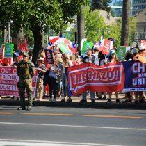 Puerta a puerta y encapuchados de Las Condes: comandos por el Apruebo y el Rechazo a la nueva Constitución hicieron campaña en Santiago