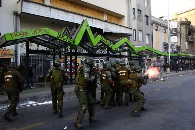 Nueva víctima en Plaza de la Dignidad: confirman muerte de manifestante que según testigos fue impactado por lacrimógena de Carabineros