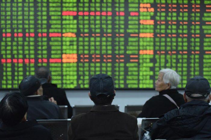 Economistas rebajan pronóstico de economía china por coronavirus