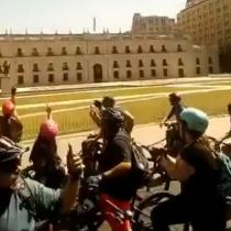 Con cánticos frente a La Moneda ciclistas realizan su clásica caravana dominical de protesta