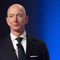 """""""Una mano no puede dar lo que la otra está quitando"""": trabajadores de Amazon critican a Jeff Bezos por donación a fondo contra el cambio climático"""