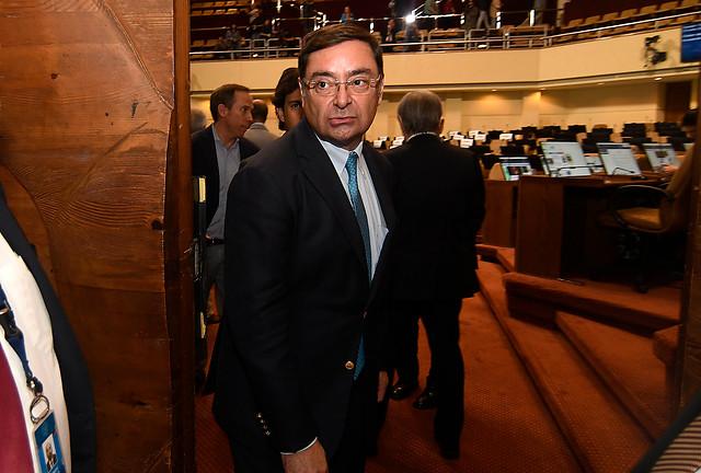 """Senador Bianchi fustiga ausencias opositoras en acusación a Guevara: """"Es grave observar que hay parlamentarios que van a evadir una responsabilidad de esta índole"""""""