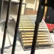 Hombre atropelló y destrozó casa de su expareja en Lampa