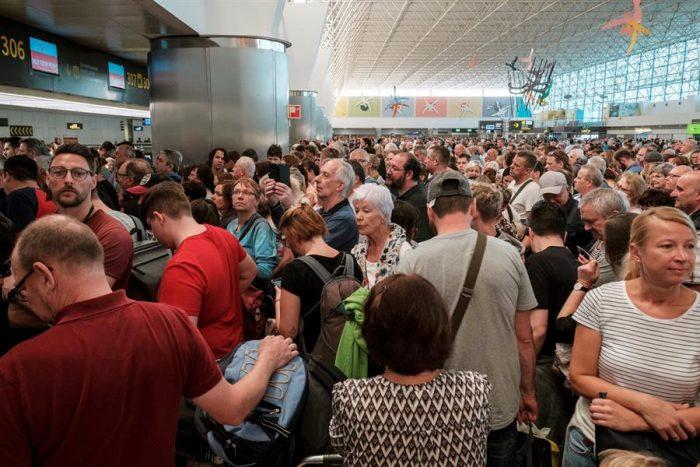 Coronavirus: aíslan a mil personas en hotel de Canarias por temor a contagio