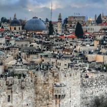 """""""La llave"""", la primera novela de Esperanza Marzouka: un viaje a la antigua Palestina"""