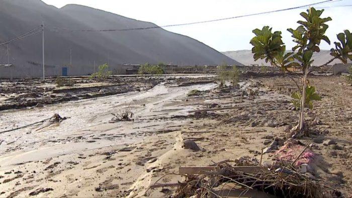 Lluvias en Arica obligan a evacuar a 60 personas que viven en un campamento