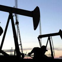 Crisis del coronavirus provoca histórico desplome del petróleo y se cotiza por debajo de los US$0