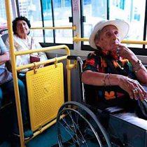 Impulsan proyecto de transporte gratuito para personas mayores y con discapacidad durante elecciones