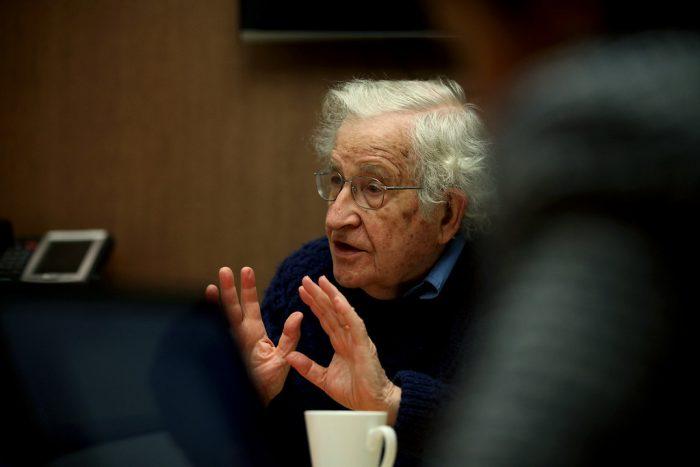 Noam Chomsky: «La pandemia es otro caso de la falla masiva del mercado, como el calentamiento global»