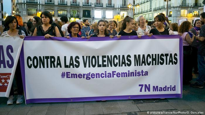 """""""Estamos contigo"""": España lucha contra violencia machista"""