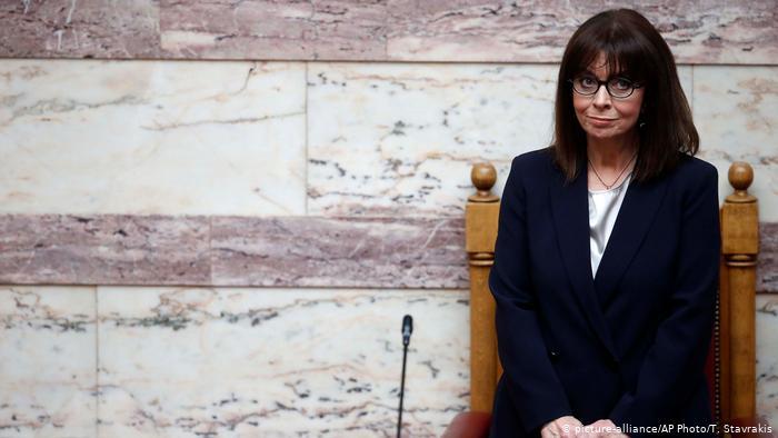 Día histórico en Grecia: jura el cargo su primera presidenta