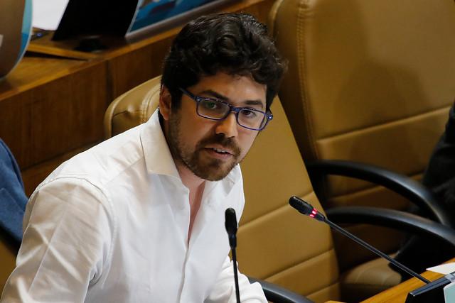 Diputado Santana (PS) emplazó al Ministerio del Trabajo a fiscalizar las condiciones sanitarias de empaquetadores