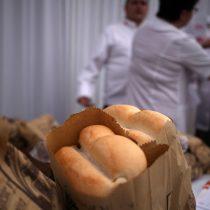 """""""No debería subir más de un 3%"""": Ministro Walker contradice proyección del gremio sobre un 20% de alza en el precio del pan"""